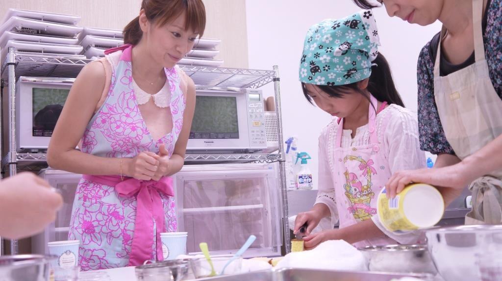 鈴木亜美、子供と料理作りに挑戦サムネイル画像