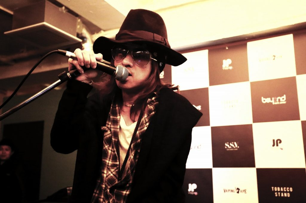 Beyond Vape Japan 1号店のOPイベントで清春がスペシャル・ライブを披露サムネイル画像