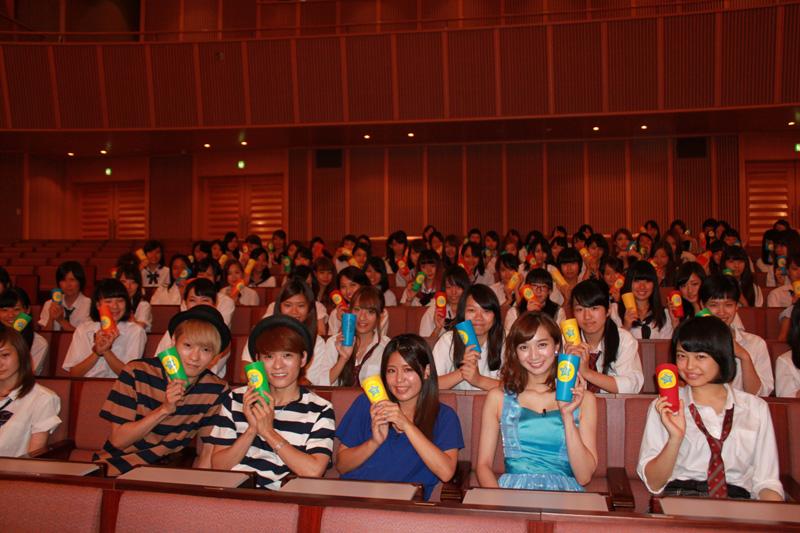 芹那と広海深海も参加!Suzu、新曲「LOVE TO YOU -by CUPS-」を女子高生100人とCUPSで演奏サムネイル画像