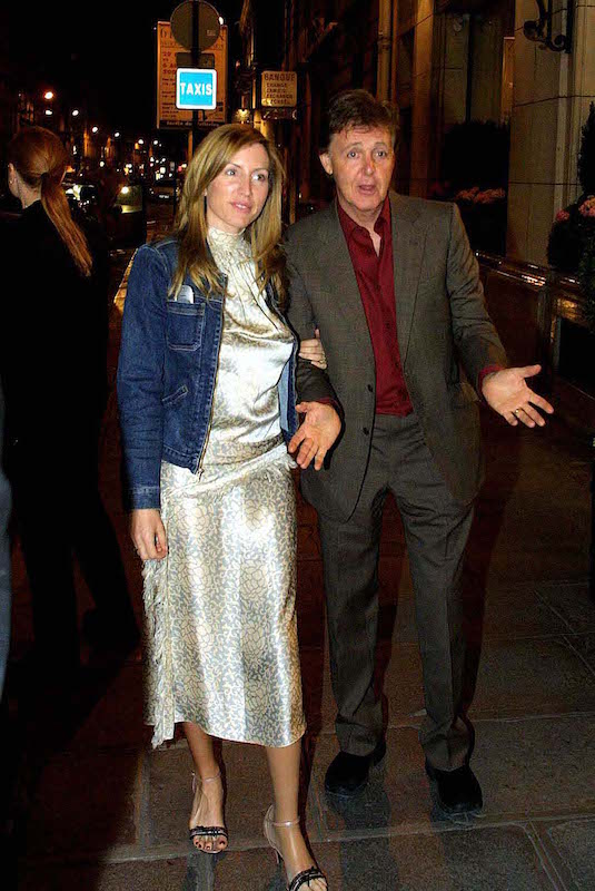 【ハリウッドあるある】運命の出会い? それとも玉の輿? 「お金目当ての結婚」と言われたセレブたちサムネイル画像