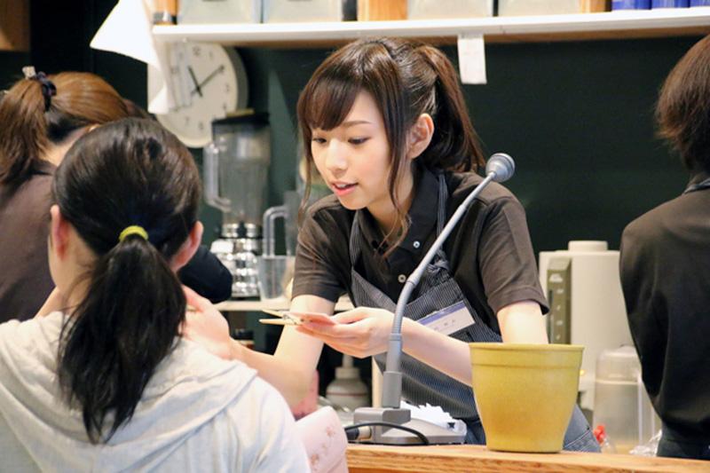 乃木坂46がエプロン姿で接客!ニューシングルリリース記念でcafeがオープンサムネイル画像