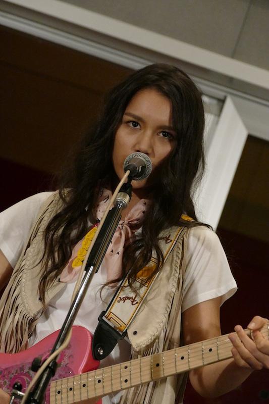 ドラマ「僕のヤバイ妻」OP曲『EMARGENCY』を歌うAnlyが、リリースを記念して公開スタジオライブを決行