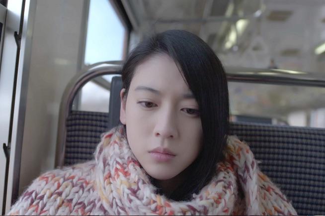 """三吉彩花、""""同じ年生まれ""""globe「DEPARTURES」ミュージックビデオ主演で号泣サムネイル画像"""