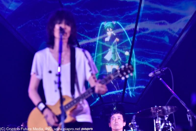 BUMP OF CHICKEN、東京ドーム公演で初音ミクと共演&新曲初披露サムネイル画像