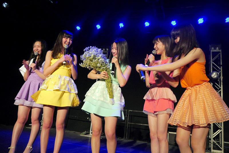 アジアで活躍する東京女子流 香港初ライブのステージでファンからサプライズバースデーサムネイル画像