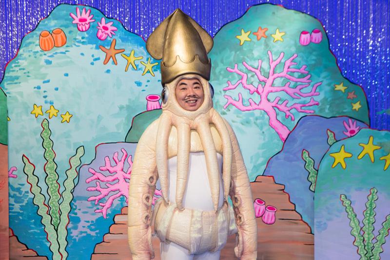 """ドランクドラゴン塚地が扮する人気キャラ""""イカ大王""""が槇原敬之プロデュースで歌手デビューサムネイル画像"""
