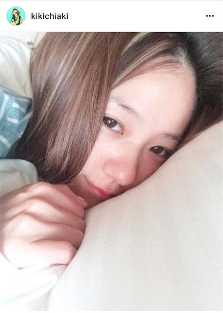 AAA伊藤千晃、寝起き写真公開で「すっぴんも可愛すぎる」「ほんと天使」絶賛の声サムネイル画像