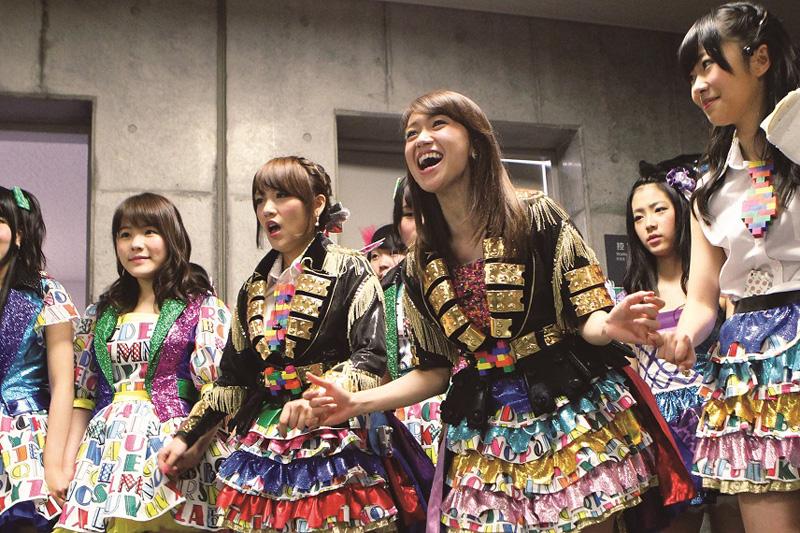 AKB48「大島優子卒業コンサート in 味の素スタジアム」の舞台裏映像が初公開サムネイル画像