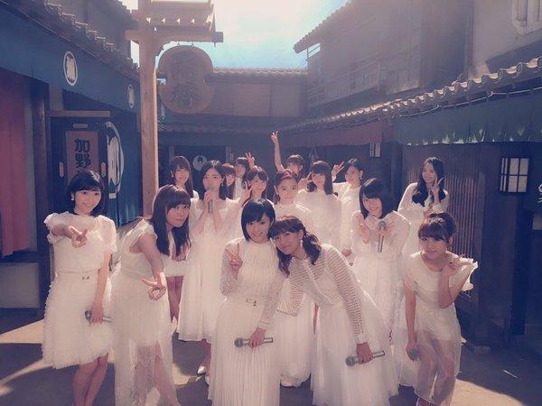 AKB48が朝ドラ「あさが来た」のセットで主題歌「365日の紙飛行機」を披露!今夜放送「わが心の大阪メロディー」サムネイル画像