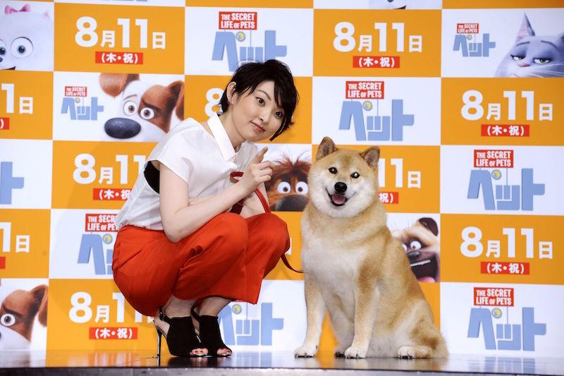 """家入レオ、大人気柴犬「まるちゃん」と共演で""""2ショット""""写真も公開サムネイル画像"""