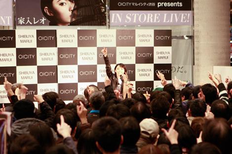 家入レオ 「Silly」発売前夜10代最初で最後の、渋谷でゲリラライブを開催サムネイル画像