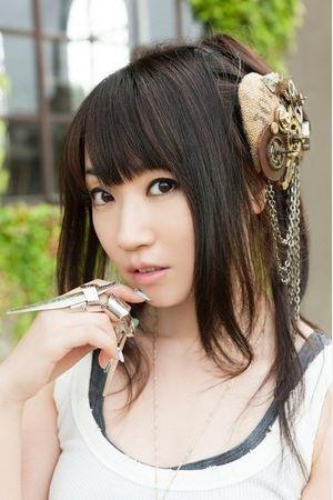 【海外反応】日本を代表する声優・歌手、水樹奈々。その海外での評価とは?サムネイル画像