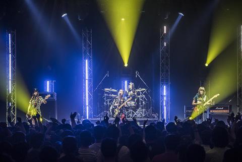 SCANDAL 5か月に及ぶ9カ国41公演がついにファイナル!さらに新曲「Stamp!」を7月22日にリリース決定サムネイル画像