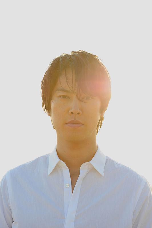 """""""アーティスト""""桐谷健太、初の作詞曲完成に「周りの大切な人を思い浮かべて書いた」サムネイル画像"""