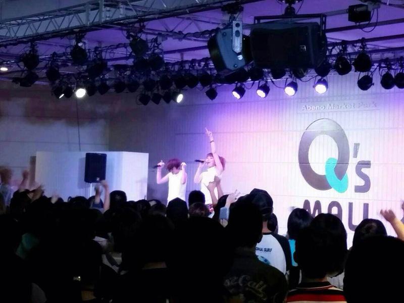 """SPEEDの今井絵理子と島袋寛子の新ユニット""""ERIHIRO""""初のリリースイベント、星空の下2000人が大興奮サムネイル画像"""