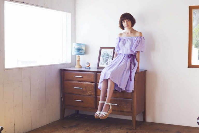 hitomi、40歳3人目の出産にも「やはり、慣れませんネ」。産後の写真も公開サムネイル画像