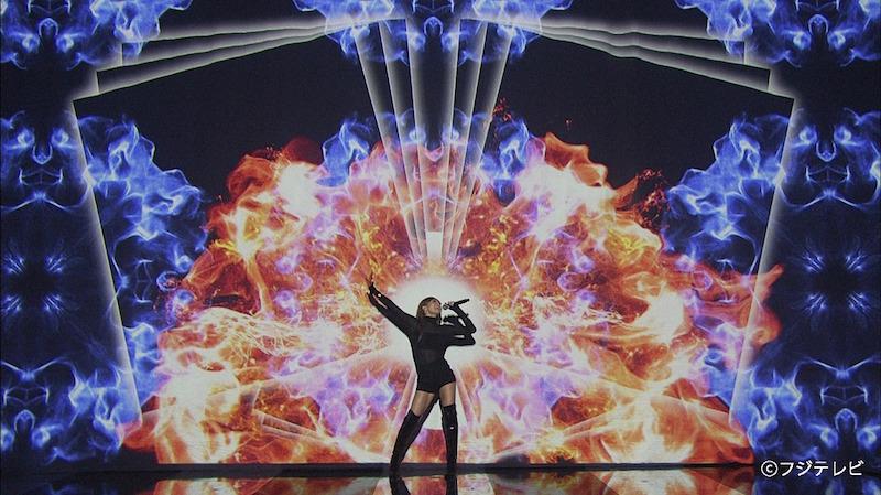 倖田來未、「FNSうたの夏まつり」で見せた圧巻のダンスパフォーマンスとプロジェクションマッピング駆使の演出が「かっこよすぎ」と話題