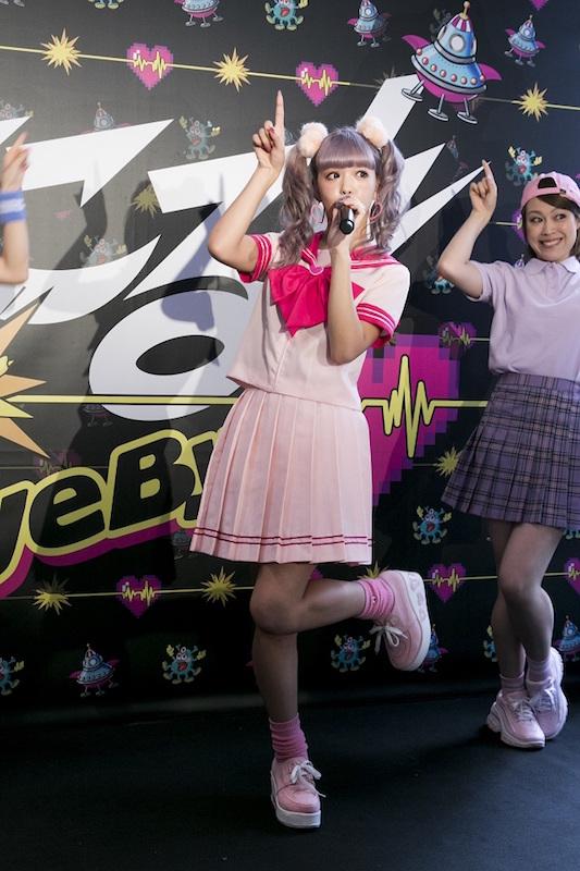 藤田ニコル「ホント緊張した!!!」ホームタウン・渋谷で歌手デビューシングルお披露目イベントサムネイル画像