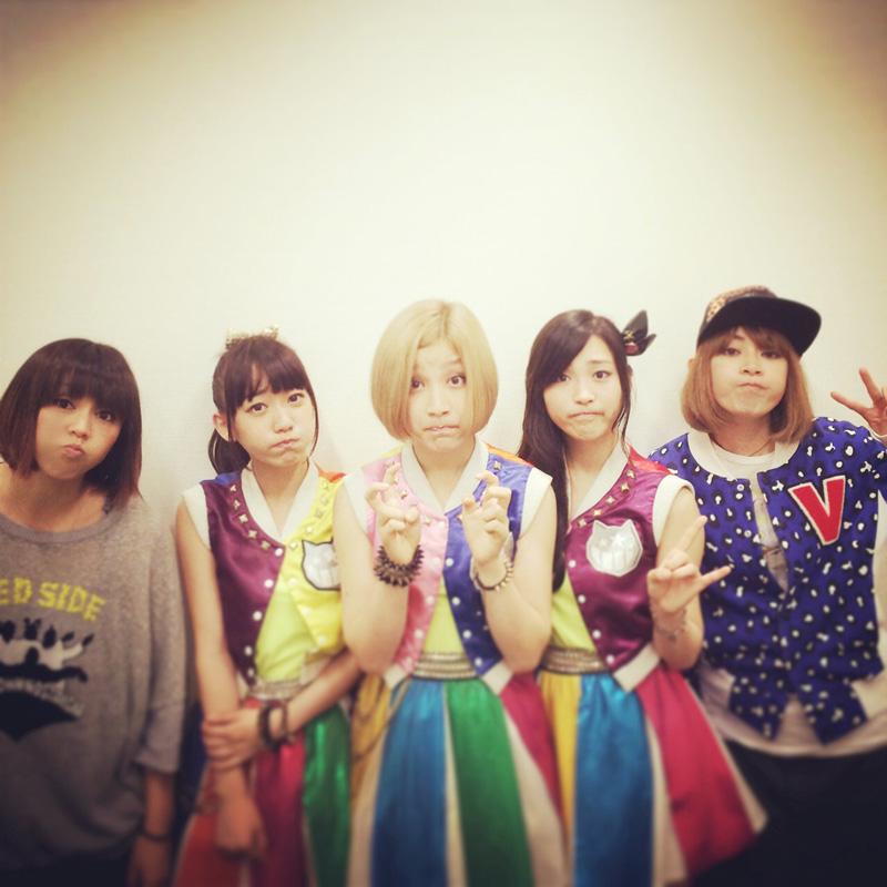 PUFFYがアイドルグループの新メンバーとして加入!?サムネイル画像