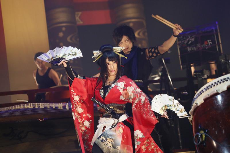 和楽器バンド、初の武道館で新年から10,000人が大熱狂!4月から全国ツアー「和楽器バンド JAPAN TOUR 2016」の開催も発表サムネイル画像