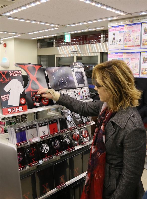 X JAPAN・YOSHIKIがローソンに降臨!自ら『X JAPANくじ』に挑戦サムネイル画像