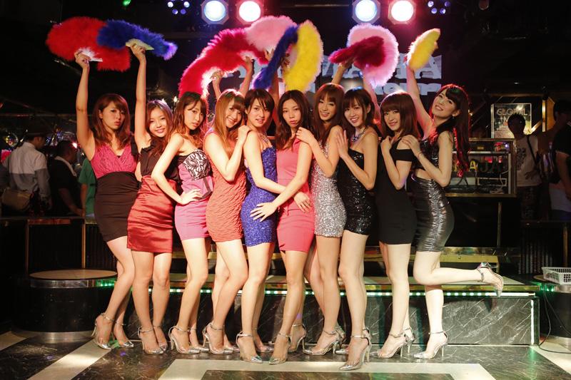 異色のセクシーアイドルグループ・predia、「課長」限定ライブを開催サムネイル画像