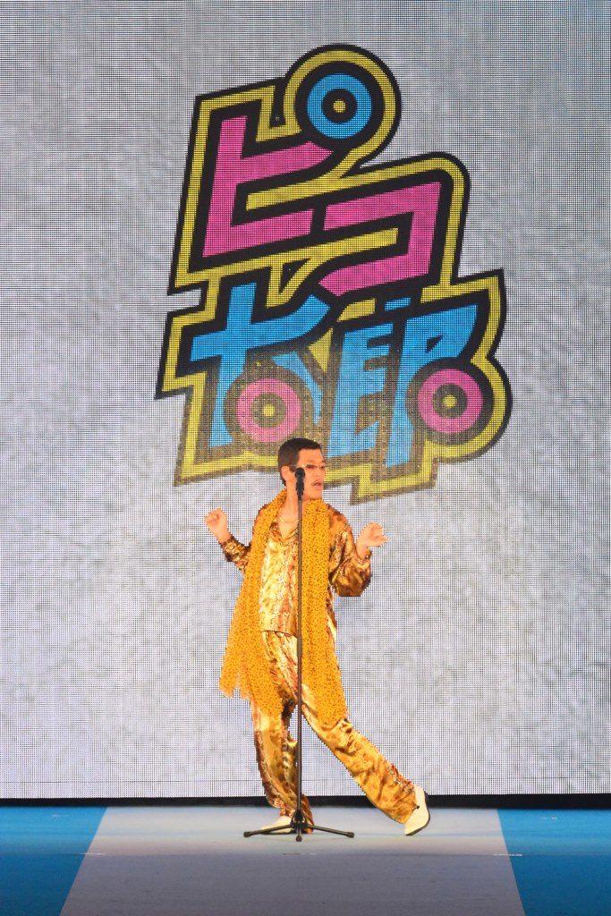 世界で話題のピコ太郎のサプライズ登場に騒然!PPAPをデビュー後初披露サムネイル画像
