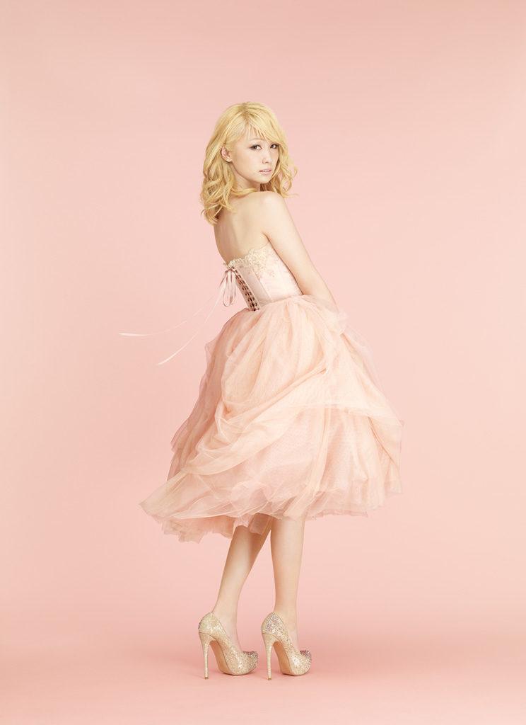 【海外反応】E-girlsから初のソロデビュー!Dream Amiの1stソロシングル「ドレスを脱いだシンデレラ」に寄せられた海外からの熱い思いとはサムネイル画像