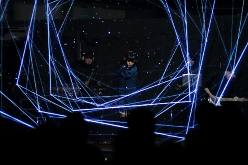 """「リアルとバーチャルの間に存在する新しい存在」。六本木アートナイト2015で""""DAOKO""""がライブ開催サムネイル画像"""