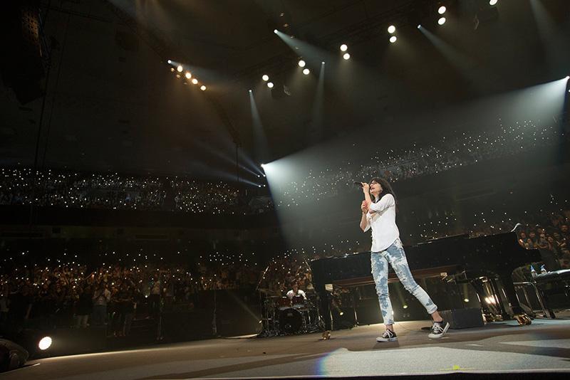 アンジェラ・アキ、日本での音楽活動停止となる全国ツアー最終日の日本武道館公演が涙のフィナーレで終了サムネイル画像