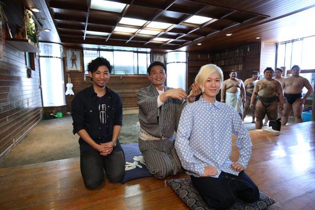 吉田山田、山田義孝のトレードマークである三つ編みを貴乃花親方が断髪サムネイル画像