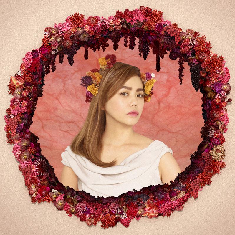 Chara MVで自宅でのピアノ演奏シーンや 愛する人々の秘蔵映像公開サムネイル画像