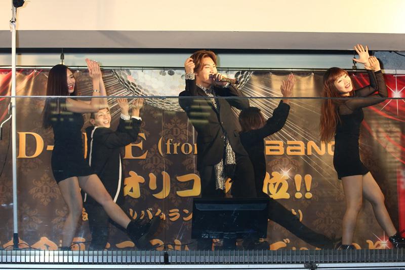"""BIGBANGのD-LITE (ディライト)が""""宴会企画""""ミニアルバムリリース記念で、新橋SL広場前でサプライズライブサムネイル画像"""