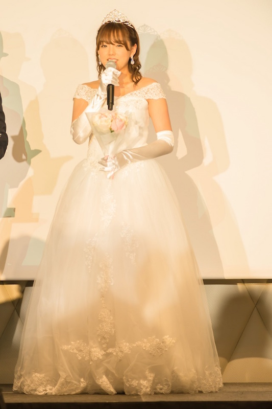 """篠崎愛、ウェディングドレス姿で""""永遠の愛""""を誓う。「もっといい男捕まえれば…」サムネイル画像"""