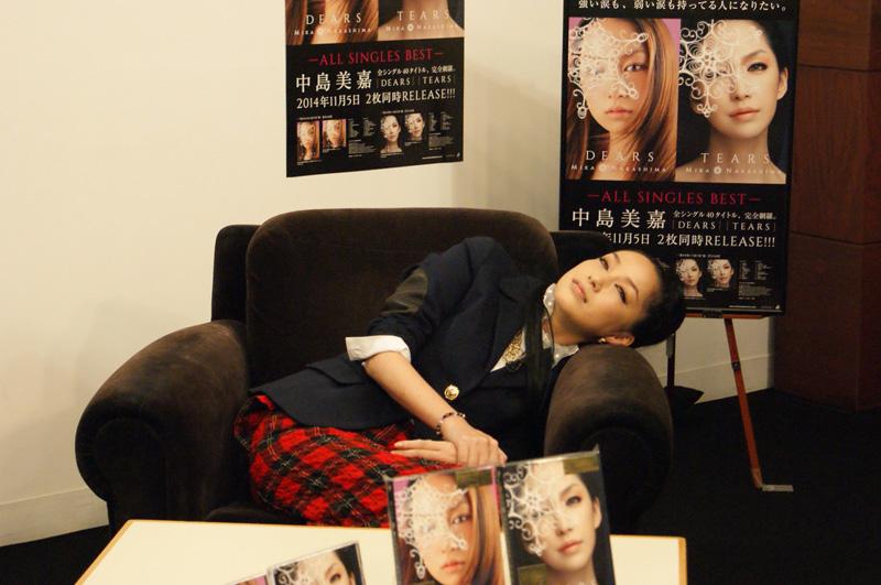 中島美嘉 初のニコ生で、キス顔&スカイダイビングにも挑戦サムネイル画像