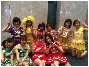 ももクロ・有安杏果がAKB48・たかみな、まゆゆらとの記念ショット公開!「FNS歌謡祭」アイドルコラボで共演サムネイル画像