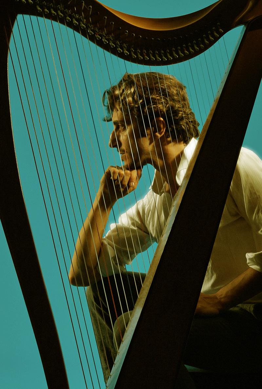 """""""美しすぎるハープ奏者""""ファビウス・コンスタブル氏に聞く、日本公演にかける思い。サムネイル画像"""