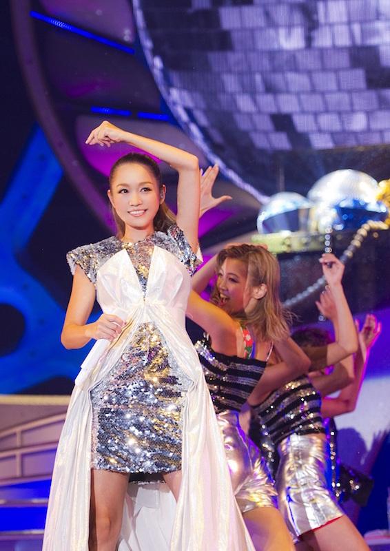 西野カナ、アリーナツアーのステージ衣装公開!オリンピックに「負けないくらいツアーを楽しみたい」サムネイル画像