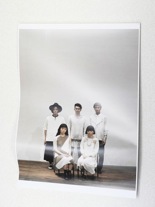 LILI LIMIT、キューンミュージックよりメジャーデビュー発表。ファンへ「郵便はがき」で報告。サムネイル画像
