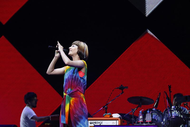 木村カエラ 10周年記念ライブでニューアルバム「MIETA」12/17リリースを発表サムネイル画像