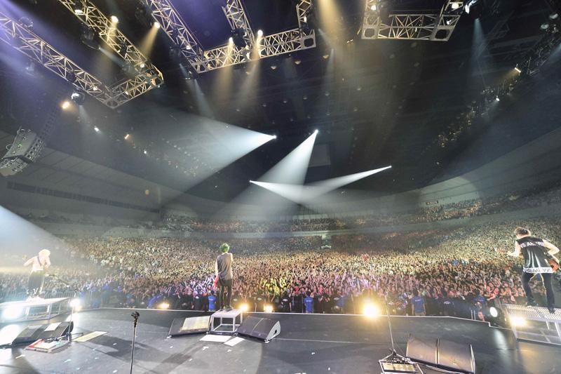 ONE OK ROCK、即日完売となっている全国アリーナツアーの追加公演として9月に幕張メッセ2DAYSが決定サムネイル画像