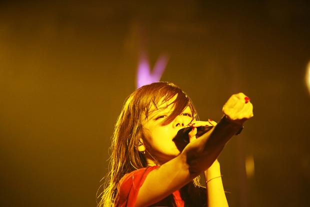aiko、全国ホールツアー地元大阪での千秋楽公演はトリプルアンコール!「これからもずっと歌っていきたい」サムネイル画像