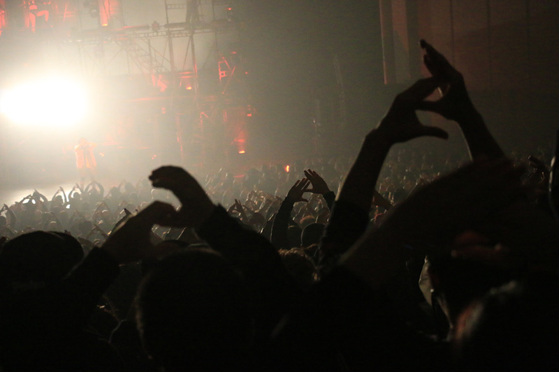【AK-69全国ホールツアーレポート】福岡公演、大観衆が「69」のハンドサイン掲げて大熱狂!サムネイル画像