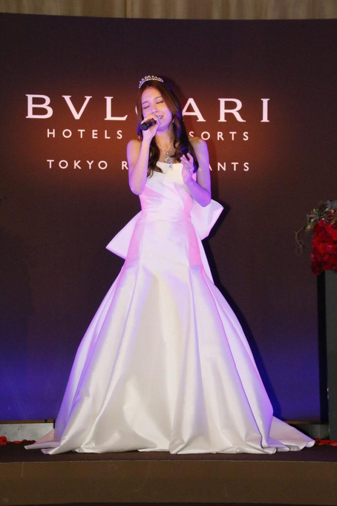 May J.がウエディングドレス姿を初披露!! ブルガリのイベントにて新曲「本当の恋」を熱唱サムネイル画像