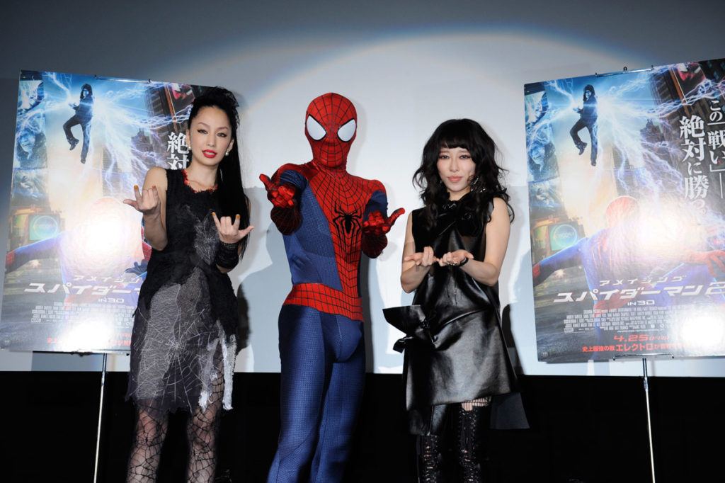 中島美嘉&加藤ミリヤが大胆セクシーなスパイディ衣装でスパイダーマン日本版主題歌を熱唱サムネイル画像