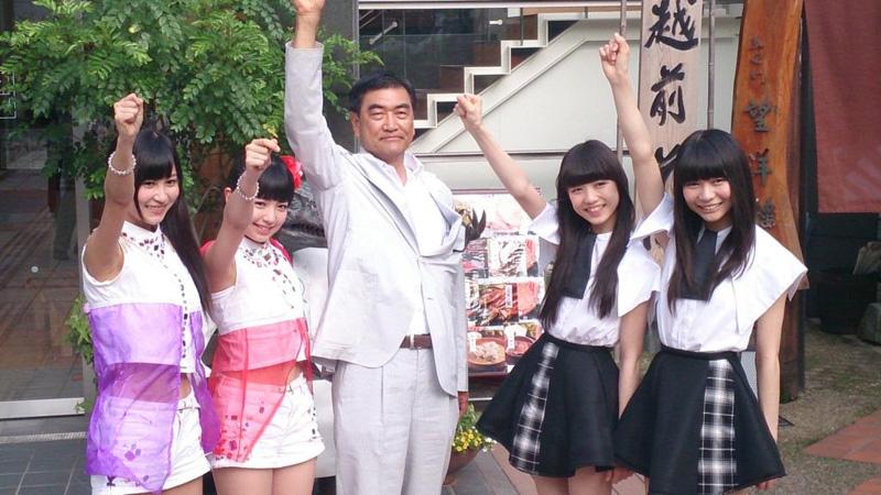 福井県勝山市市長がアイドルグループらを異例の表敬訪問!?東京女子流、GEMへライブ出演依頼書を手渡すサムネイル画像