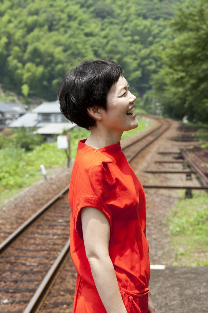 二階堂和美の名盤『にじみ』が新曲を追加収録したスペシャル・アナログ盤にてリリース決定!サムネイル画像