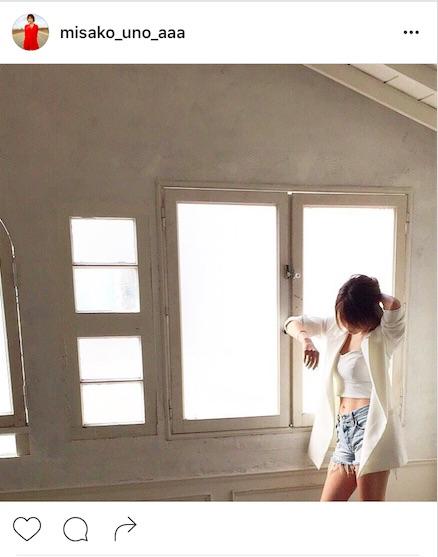 AAA宇野実彩子、ヘソ出しショーパン写真公開で「腹筋キレイすぎ」「宇野さまBODY憧れ」サムネイル画像