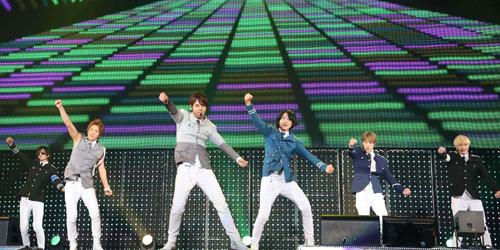 超新星 ツアーファイナルで12月ニューアルバムリリース&東名阪ツアーの発表サムネイル画像