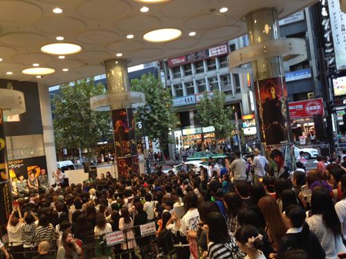 B.A.Pがジャック中のマルイシティ渋谷店に来店で、ファンが殺到サムネイル画像